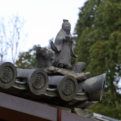 Love this little statue - one of two perched on top of the many buildings in the temple grounds.