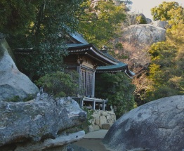 Little shrine on the way up